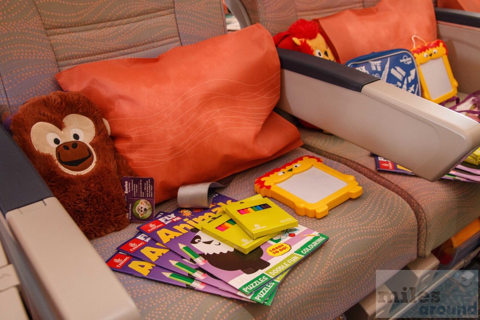 Emirates Economy Class Amenity Kit Airline Bewertung: Emi...