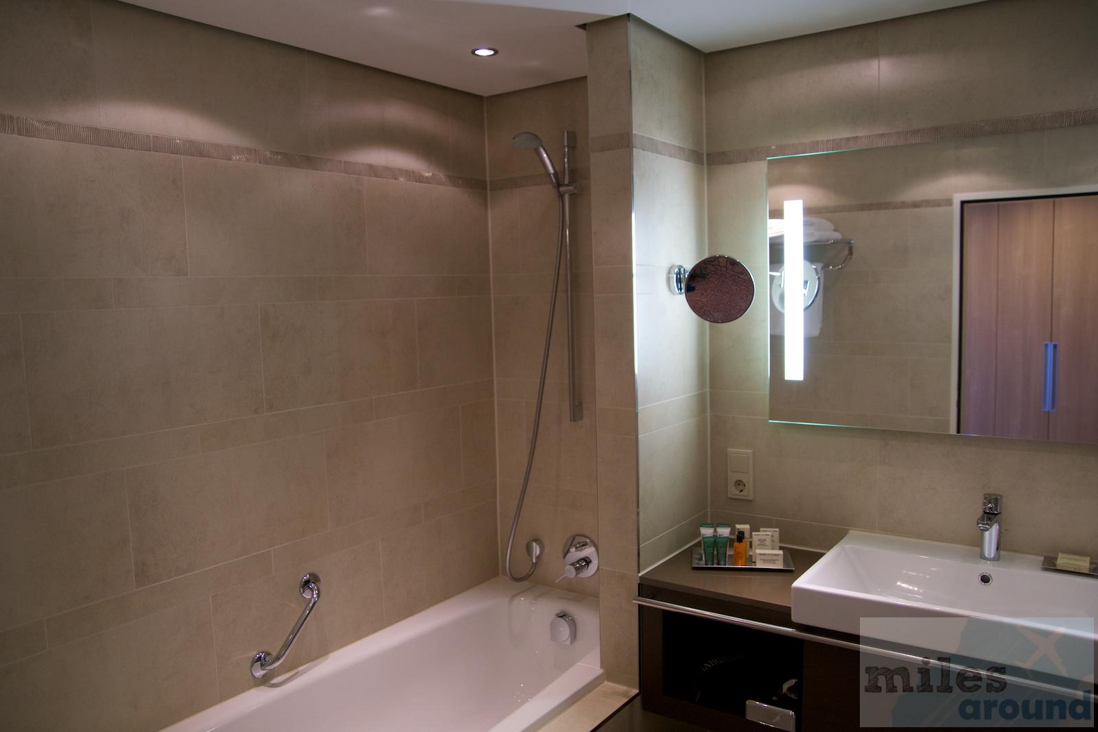 hotel bewertung hilton mainz vier sterne hotel direkt am rheinufer. Black Bedroom Furniture Sets. Home Design Ideas